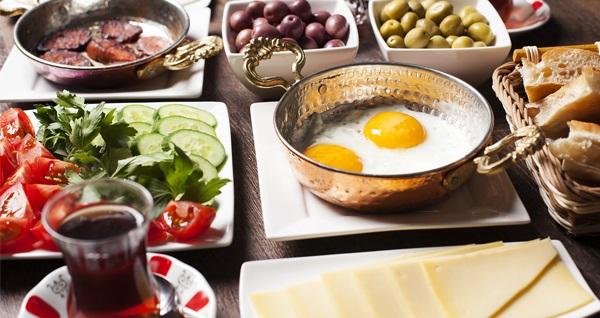 Beyoğlu Bahane Atölye Cafe'de deniz manzarası eşliğinde kahvaltı seçenekleri 19 TL'den başlayan fiyatlarla! Fırsatın geçerlilik tarihi için, DETAYLAR bölümünü inceleyiniz.
