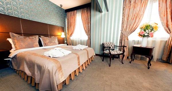 Arjantin Caddesi'nin elit adresi Argentum Hotel'de kahvaltı dahil tek veya çift kişilik 1 gece konaklama 140 TL'den başlayan fiyatlarla! Fırsatın geçerlilik tarihi için DETAYLAR bölümünü inceleyiniz.