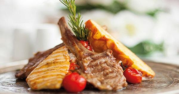 Legacy Ottoman Hotel'de Boğaz manzarası eşliğinde yemek menüsü 130 TL! Fırsatın geçerlilik tarihi için DETAYLAR bölümünü inceleyiniz.