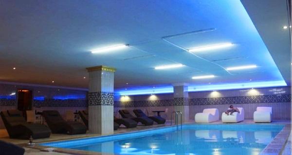 Alrazi Hotel Health Club'ta ıslak alan kullanımı ve masaj uygulaması 69 TL'den başlayan fiyatlarla! Fırsatın geçerlilik tarihi için DETAYLAR bölümünü inceleyiniz.