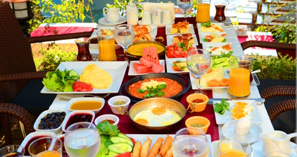 Göksu Locca Cafe Resto'da zengin içerikli serpme kahvaltı 34,90 TL! Fırsatın geçerlilik tarihi için DETAYLAR bölümünü inceleyiniz.