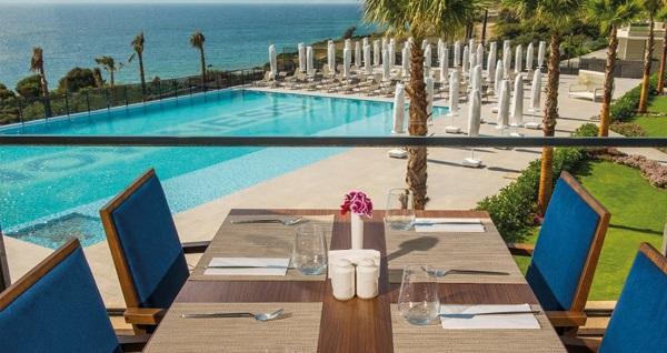 The Nowness Luxury Hotel & Spa Çeşme'nin deniz manzaralı odalarında çift kişilik 1 gece konaklama seçenekleri 250 TL'den başlayan fiyatlarla! Fırsatın geçerlilik tarihi için, DETAYLAR bölümünü inceleyiniz.