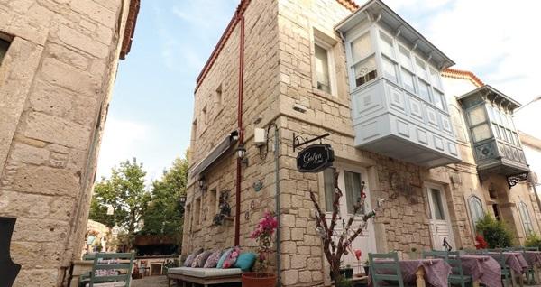 Galya Otel Alaçatı'da kahvaltı dahil çift kişilik 1 gece konaklama keyfi