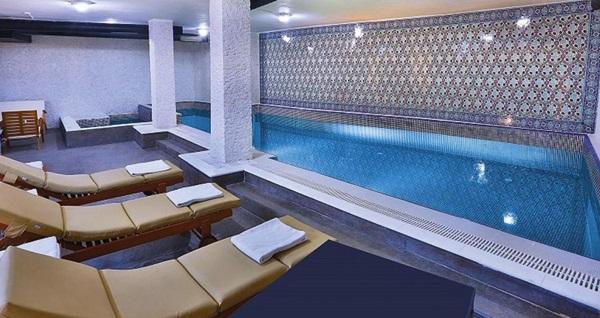 White Monarch Hotel'de 30 dakika kese köpük masajı, 50 dakika masaj, ıslak alan kullanımı, yüz maskesi ve 1 adet sıcak içecek ikramı 220 TL yerine 139 TL! Fırsatın geçerlilik tarihi için DETAYLAR bölümünü inceleyiniz.
