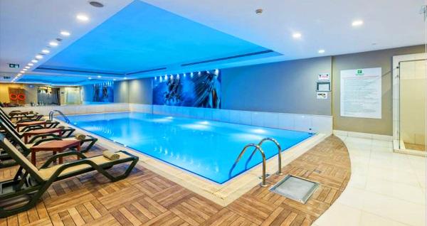 Holiday Inn Şişli Hotel Ni Thai Spa'da kapalı havuz girişi ve tesis kullanımı 249 TL'den başlayan fiyatlarla! Fırsatın geçerlilik tarihi için DETAYLAR bölümünü inceleyiniz.