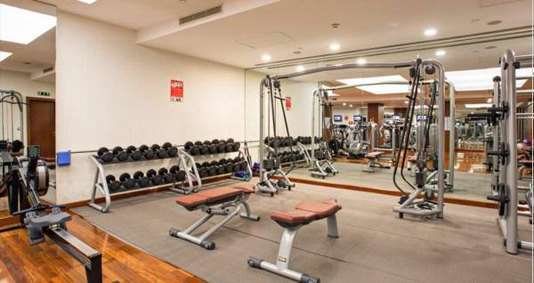 Holiday Inn Şişli Hotel Ni Thai Spa'da kapalı havuz girişi, tesis kullanımı ve fitness üyeliği 59 TL'den başlayan fiyatlarla! Fırsatın geçerlilik tarihi için DETAYLAR bölümünü inceleyiniz.