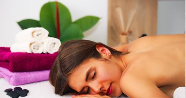 Helen Spa'da ıslak alan kullanımı dahil masaj uygulamaları 99 TL'den başlayan fiyatlarla! Fırsatın geçerlilik tarihi için DETAYLAR bölümünü inceleyiniz.