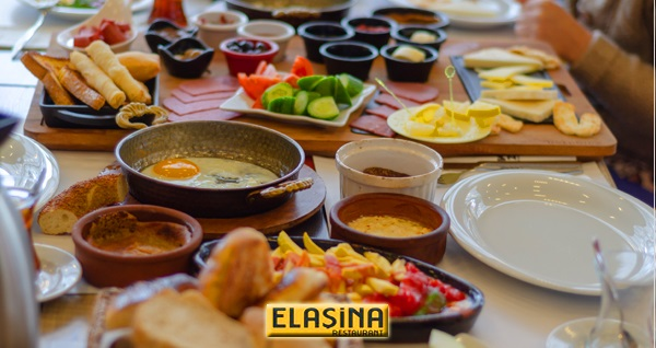 Elaşina Restaurant'da deniz manzarasına nazır serpme kahvaltı keyfi 27,90 TL! Fırsatın geçerlilik tarihi için DETAYLAR bölümünü inceleyiniz.
