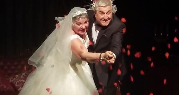 Aşk, romantizm ve komedi dolu 'İkinci Bahar' adlı tiyatro oyununa biletler 69 TL yerine 45 TL! 24 Ekim 2019 | 20.30 | Leyla Gencer Opera ve Sanat Merkezi