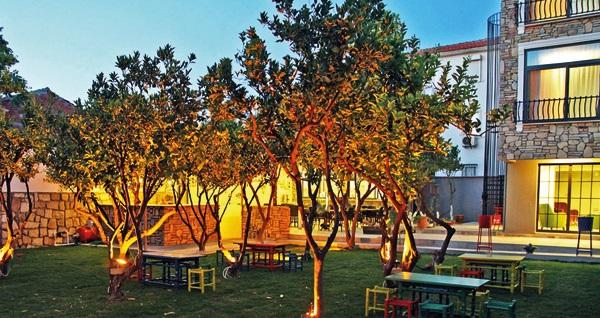 Çeşme Pırlanta Butik Otel'de ücretsiz beach kullanımı ve kahvaltı dahil çift kişilik 1 gece konaklama  389 TL! Fırsatın geçerlilik tarihi için DETAYLAR bölümünü inceleyiniz.