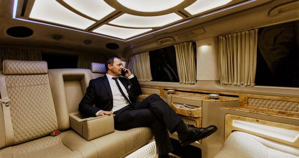 Limousine Plus'tan Sabiha Gökçen Havalimanı ve İstanbul Havalimanı'ndan Anadolu ve Avrupa Yakası'na VIP transfer hizmeti 239 TL'den başlayan fiyatlarla! Fırsatın geçerlilik tarihi için DETAYLAR bölümünü inceleyiniz.