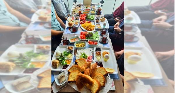 Mudanya Blue Cafe'de leziz serpme kahvaltı menüsü kişi başı 29,90 TL'den başlayan fiyatlarla! Fırsatın geçerlilik tarihi için DETAYLAR bölümünü inceleyiniz.