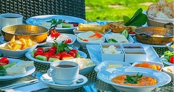 Synosse Park Hotel'de yeşillikler içerisinde enfes serpme kahvaltı keyfi kişi başı 89,90 TL! Fırsatın geçerlilik tarihi için DETAYLAR bölümünü inceleyiniz.