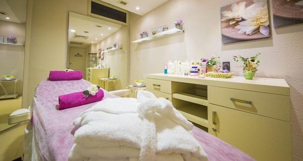 Çeşme Sisus Hotel Sultan Hamamı'nda masaj ve kil maskesi içeren paketler 59,90 TL'den başlayan fiyatlarla! Fırsatın geçerlilik tarihi için, DETAYLAR bölümünü inceleyiniz.