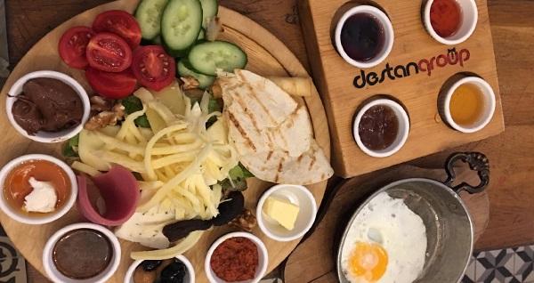 Ortaköy Epope Cafe'de Boğaz Manzarası eşliğinde zengin içeriklerle dolu organik serpme kahvaltı keyfi 29 TL! Fırsatın geçerlilik tarihi için DETAYLAR bölümünü inceleyiniz.