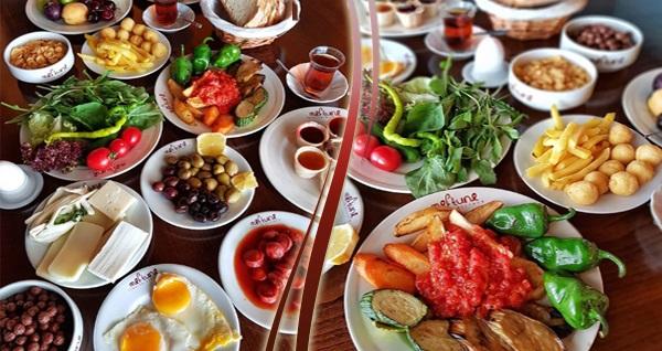 Bayraklı Meftune Lokantası'nda açık büfe kahvaltı keyfi 24,90 TL! Fırsatın geçerlilik tarihi için DETAYLAR bölümünü inceleyiniz.