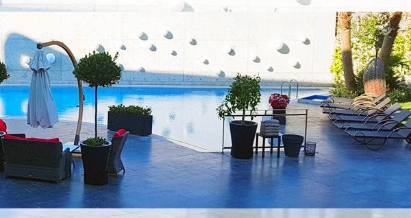 DoubleTree by Hilton Izmir Airport'ta havuz girişi seçenekleri kişi başı 45 TL'den başlayan fiyatlarla! Fırsatın geçerlilik tarihi için, DETAYLAR bölümünü inceleyiniz.