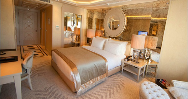 """Anadolu Yakası'nın lüksü Wyndham Grand Istanbul Kalamış Marina Hotel'de 2 kişilik """"Kalamışta Hayat Başka"""" paketleri 1249 TL'den başlayan fiyatlarla! Fırsatın geçerlilik tarihi için DETAYLAR bölümünü inceleyiniz."""
