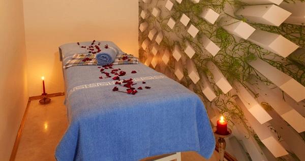 Konak Life Corner Hotel'de spa kullanımı dahil 45 dakika yağlı masaj veya kese köpük masajı seçenekleri 80 TL'den başlayan fiyatlarla! Fırsatın geçerlilik tarihi için DETAYLAR bölümünü inceleyiniz.