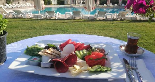 Life Park İzmir'de kahvaltı dahil havuz girişi 39,90 TL'den başlayan fiyatlarla! Fırsatın geçerlilik tarihi için DETAYLAR bölümünü inceleyiniz.