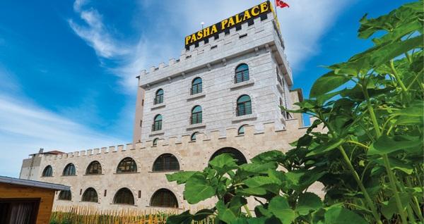 Pasha Palace Hotel'de çift kişilik 1 gece konaklama ve masaj seçenekleri