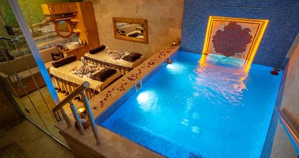 Pasha Palace Hotel'de masaj, kese-köpük, VIP Jakuzili Oda kullanımı ve ikramlar kişi başı 75 TL'den başlayan fiyatlarla! Fırsatın geçerlilik tarihi için DETAYLAR bölümünü inceleyiniz.