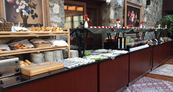 Bursa Otantik Club Hotel'de kahvaltı dahil çift kişilik 1 gece konaklama 300 TL'den başlayan fiyatlarla! Fırsatın geçerlilik tarihi için DETAYLAR bölümünü inceleyiniz.