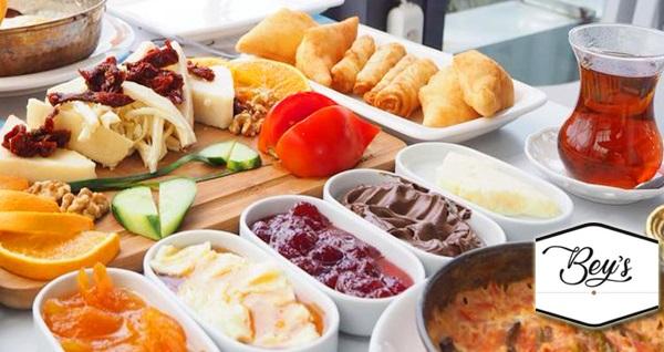 Güzelbahçe Bey's Restaurant'ta sınırsız çay ve pişi eşliğinde serpme kahvaltı keyfi 19,90 TL! Fırsatın geçerlilik tarihi için, DETAYLAR bölümünü inceleyiniz.