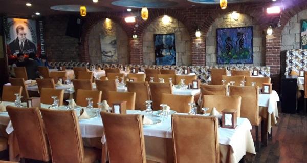 Galata Beyaz İnci Restoran'da muhteşem deniz manzarası ve canlı müzik eşliğinde yerli içecekli akşam yemeği kişi başı 180 TL yerine 119 TL! Fırsatın geçerlilik tarihi için DETAYLAR bölümünü inceleyiniz.