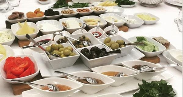The Ankara Hotel Sun and Moon Restaurant'ta Pazar günleri geçerli açık büfe kahvaltı keyfi kişi başı 99 TL yerine 69 TL! Fırsatın geçerlilik tarihi için DETAYLAR bölümünü inceleyiniz.