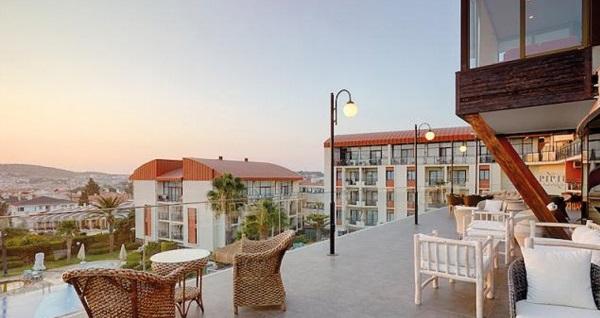 Pırıl Hotel Thermal & Beauty Spa Çeşme'de çift kişilik 1 gece YARIM PANSİYON konaklama ve spa 400 TL'den başlayan fiyatlarla! Fırsatın geçerlilik tarihi için, DETAYLAR bölümünü inceleyiniz.