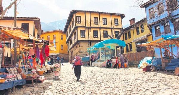 Dragon Turizm'den her Çarşamba, Cuma ve Cumartesi İzmir çıkışlı günübirlik Bursa - Cumalıkızık - Uludağ turu kişi başı 99 TL! Tur kalkış tarihleri için, DETAYLAR bölümünü inceleyiniz.