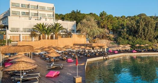 5 yıldızlı Çeşme Altın Yunus Resort&Thermal Hotel'de çift kişilik 1 gece YARIM PANSİYON konaklama 269 TL'den başlayan fiyatlarla! Fırsatın geçerlilik tarihi için, DETAYLAR bölümünü inceleyiniz.