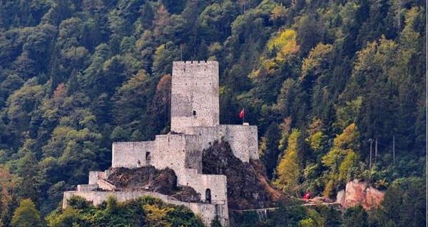 İstanbul - Ankara - İzmir kalkışlı 4 gün 3 gece konaklamalı her perşembe hareketli uçaklı Trabzon-Rize-Artvin turu (kişi başı) 2000 TL'den başlayan fiyatlarla! Fırsatın geçerlilik tarihi için DETAYLAR bölümünü inceleyiniz.