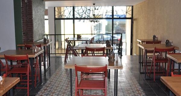 EMIRTIMES Otel Kadıköy'de kahvaltı dahil tek veya çift kişilik 1 gece konaklama seçenekleri 149 TL'den başlayan fiyatlarla! Fırsatın geçerlilik tarihi için, DETAYLAR bölümünü inceleyiniz.