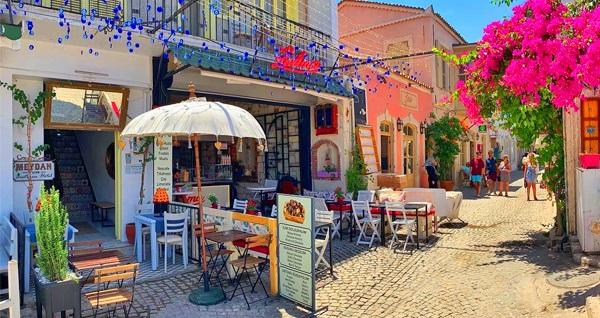 Meydan d'Azur Alaçatı'da kahvaltı dahil çift kişilik 1 gece konaklama 249 TL'den başlayan fiyatlarla! Fırsatın geçerlilik tarihi için, DETAYLAR bölümünü inceleyiniz.