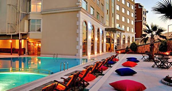 Elite Hotel Dragos'da kahvaltı dahil çift kişilik 1 gece konaklama 159 TL'den başlayan fiyatlarla! Fırsatın geçerlilik tarihi için, DETAYLAR bölümünü inceleyiniz.