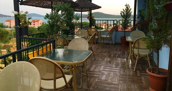 Cunda The Lara Butik Otel'de muhteşem manzara eşliğinde enfes serpme kahvaltı 29,90 TL! Fırsatın geçerlilik tarihi için DETAYLAR bölümünü inceleyiniz.