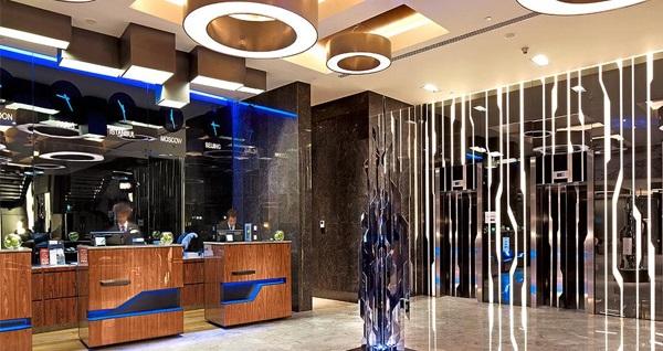 Radisson Blu Hotel Istanbul Asia'da limitsiz yerli içecek eşliğinde yılbaşı programı ve konaklama seçenekleri 799 TL'den başlayan fiyatlarla! 31 Aralık 2017 Yılbaşı gecesine özeldir.