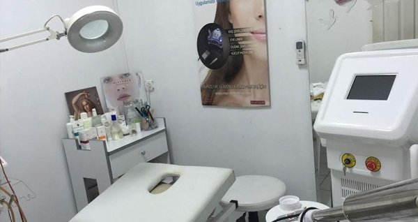 Mecidiyeköy Fashion Club'da baylara özel saç kesimi, saç toniği, sakal tıraşı, kaş dizaynı, yanak alımı, yüz maskesi uygulamaları 190 TL yerine 39,90 TL! Fırsatın geçerlilik tarihi için DETAYLAR bölümünü inceleyiniz.