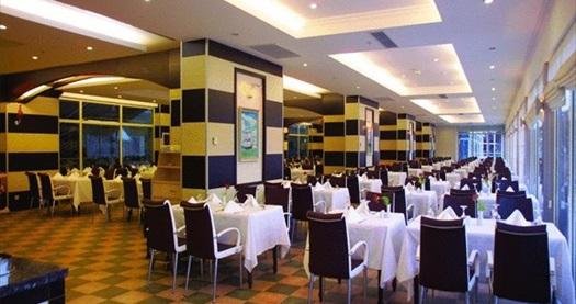 Kemer Grand Haber Hotel'de açık büfe gala yemeği ve yılbaşı programı HER ŞEY DAHİL konaklama seçenekleriyle kişi başı 154 TL'den başlayan fiyatlarla! Yılbaşına Özel; 31 Aralık 2015 tarihinde geçerlidir. Fırsata; sadece gala ya da konaklamalı gala paketleri dahildir.