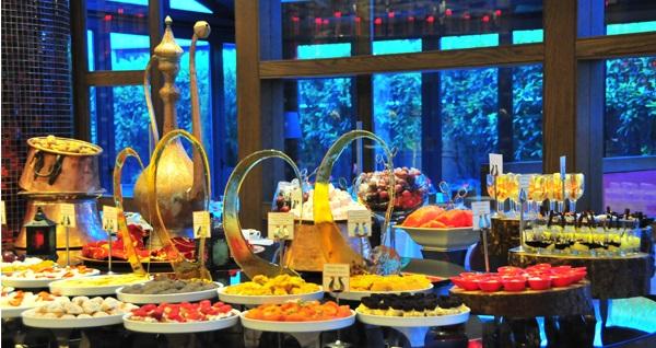 Gayrettepe Sürmeli Hotel'in bahçesinde canlı kanun nağmeleri eşliğinde geleneksel iftar menüsü 95 TL! Bu fırsat 6 Mayıs - 3 Haziran 2019 tarihleri arasında, iftar saatinde geçerlidir.