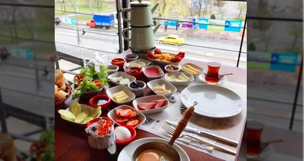 Haliç Garden'da sınırsız çay eşliğinde serpme kahvaltı menüsü 39,90 TL! Fırsatın geçerlilik tarihi için DETAYLAR bölümünü inceleyiniz.