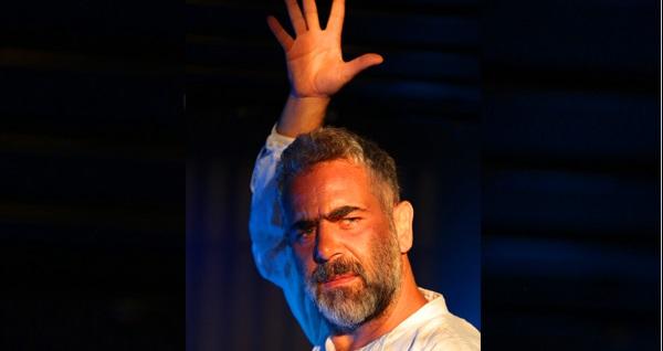 """Yurdaer Okur'un tek kişilik performansıyla sahneye uyarladığı """"Ran"""" oyunu için biletler 29 TL'den başlayan fiyatlarla! Tarih ve konum seçimi yapmak için """"Hemen Al"""" butonuna tıklayınız."""