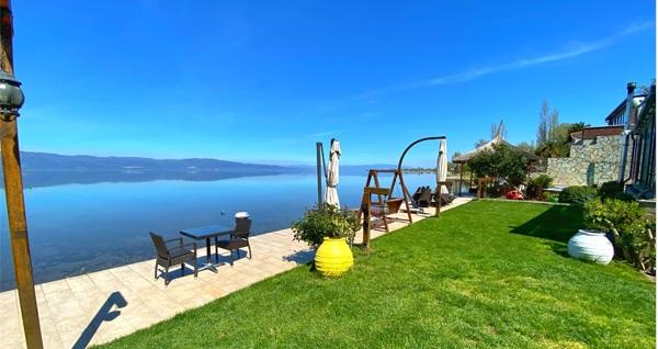İznik Gölü'ne sıfır Villa Atroa'da 1 gece konaklama seçenekleri 350 TL'den başlayan fiyatlarla! Fırsatın geçerlilik tarihi için, DETAYLAR bölümünü inceleyiniz.