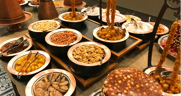 Radisson Blu Hotel Şişli'de canlı fasıl eşliğinde açık büfe iftar menüsü kişi başı 110 TL! Bu fırsat 6 Mayıs - 3 Haziran 2019 tarihleri arasında, iftar saatinde geçerlidir.