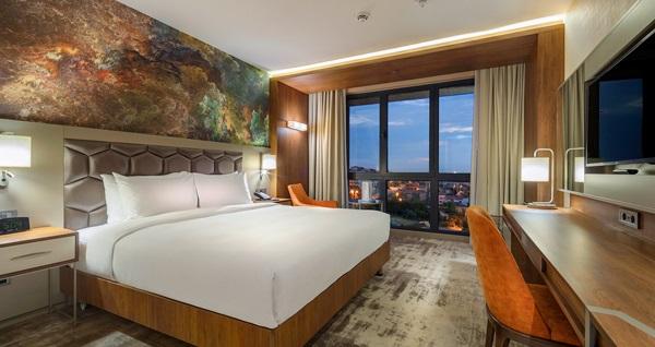 Hilton Garden Inn Yalova'da çift kişilik 1 gece konaklama paketleri 374 TL'den başlayan fiyatlarla! Fırsatın geçerlilik tarihi için, DETAYLAR bölümünü inceleyiniz.