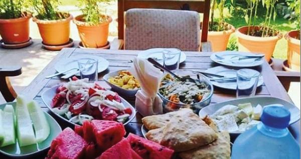 Datça Mihricem Ahşap Evleri'nde kahvaltı dahil çift kişilik 1 gece konaklama 750 TL yerine 450 TL! Fırsatın geçerlilik tarihi için, DETAYLAR bölümünü inceleyiniz.
