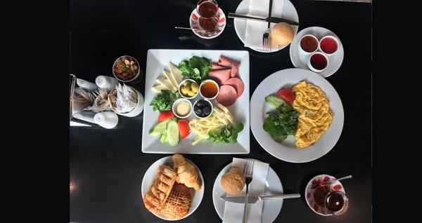 DoubleTree by Hilton Topkapı Şefin Mutfağı Restaurant'ta serpme kahvaltı keyfi kişi başı 45 TL yerine 24,99 TL! Fırsatın geçerlilik tarihi için DETAYLAR bölümünü inceleyiniz.