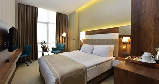 Beylikdüzü Vespia Hotel'de tek veya çift kişilik 1 gece konaklama seçenekleri 249 TL'den başlayan fiyatlarla! Fırsatın geçerlilik tarihi için DETAYLAR bölümünü inceleyiniz.